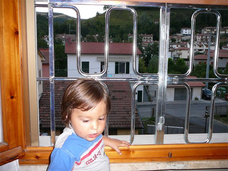 Protezione per finestre con tapparelle anticaduta - Protezione per finestre ...