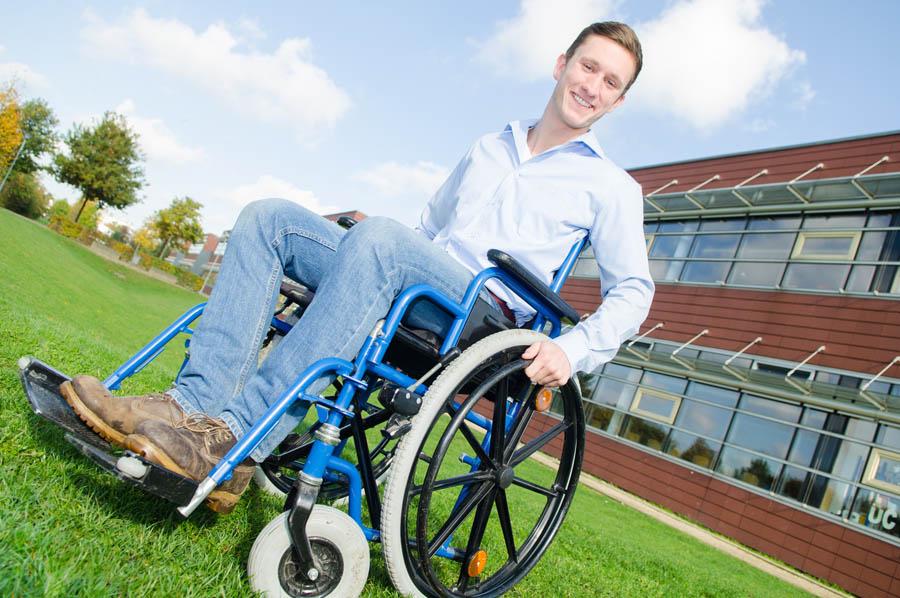 Sedia a rotelle che tipi esistono for Sedia a rotelle ruote piccole