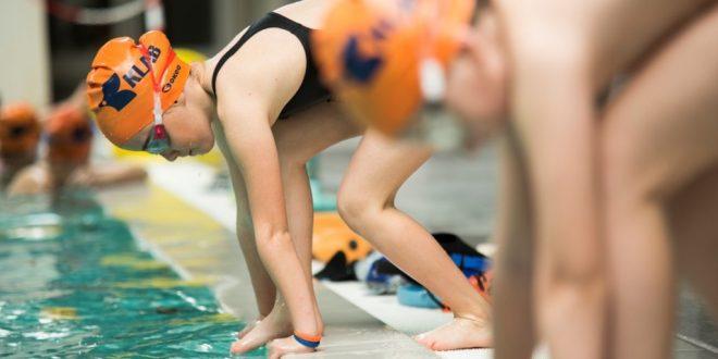 Le insidie invisibili della piscina: come difendersi da funghi e verruche