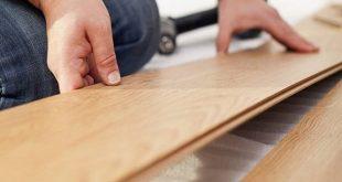 Posa di pavimenti in legno